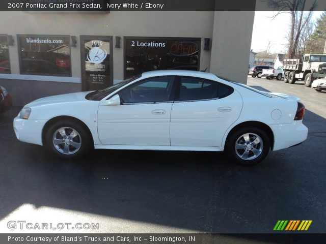 2007 Pontiac Grand Prix Sedan in Ivory White