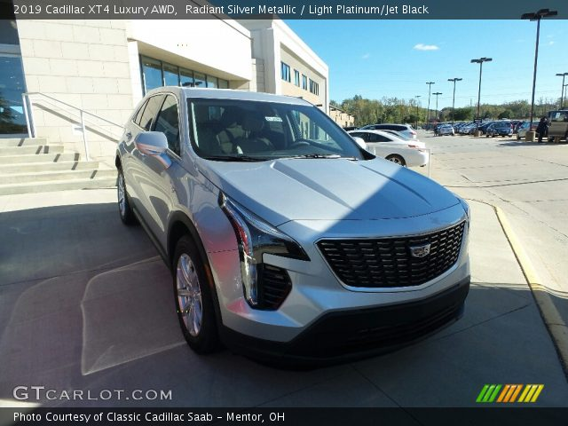 2019 Cadillac XT4 Luxury AWD in Radiant Silver Metallic