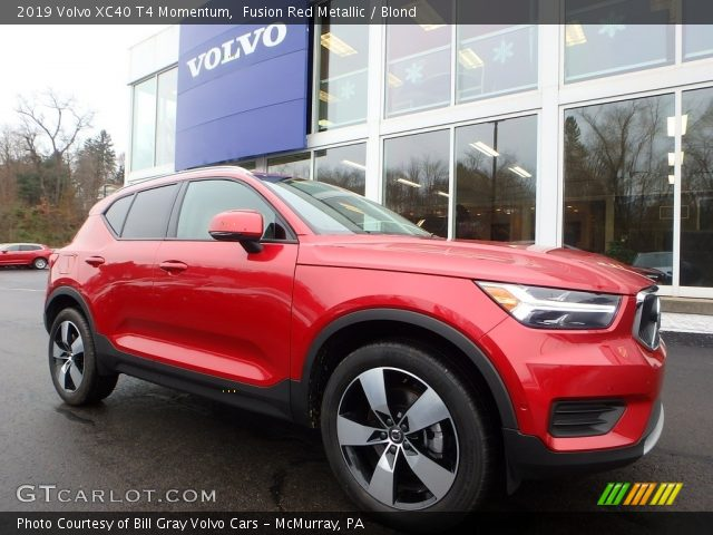2019 Volvo XC40 T4 Momentum in Fusion Red Metallic