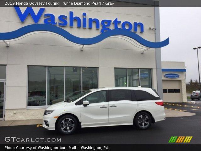 2019 Honda Odyssey Touring in White Diamond Pearl