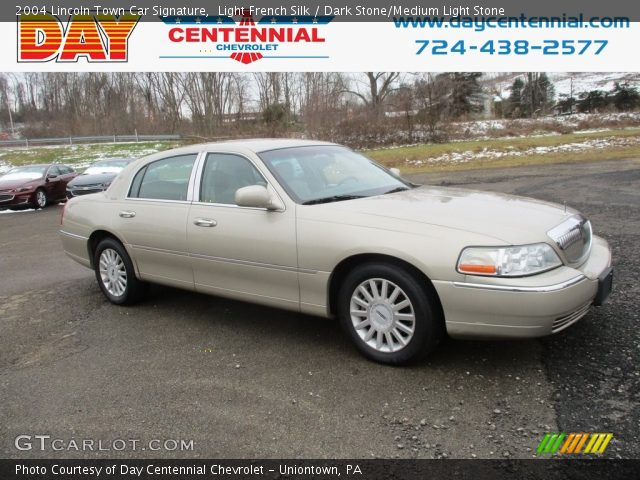 2004 Lincoln Town Car Signature in Light French Silk
