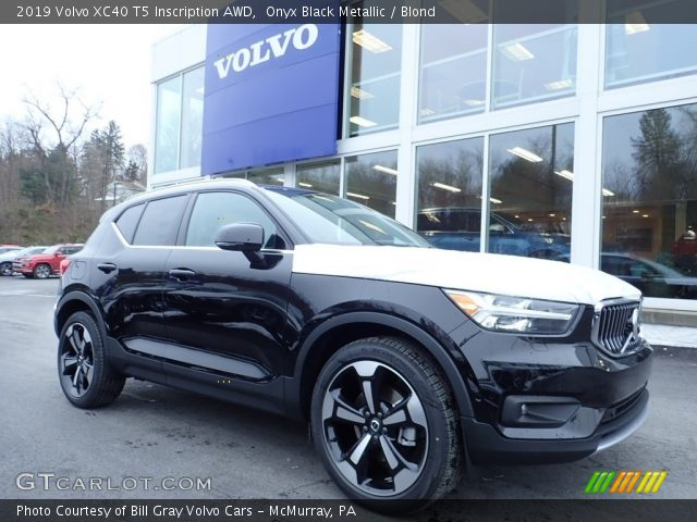 2019 Volvo XC40 T5 Inscription AWD in Onyx Black Metallic