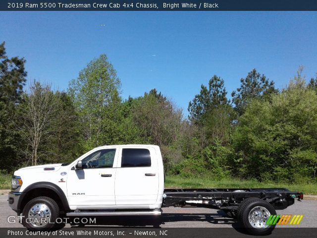 2019 Ram 5500 Tradesman Crew Cab 4x4 Chassis in Bright White