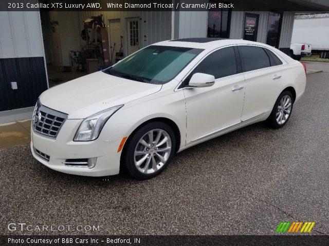 2013 Cadillac XTS Luxury AWD in White Diamond Tricoat