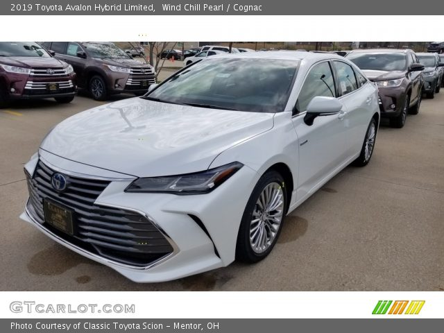2019 Toyota Avalon Hybrid Limited in Wind Chill Pearl