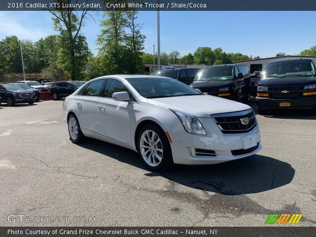 2016 Cadillac XTS Luxury Sedan in Crystal White Tricoat