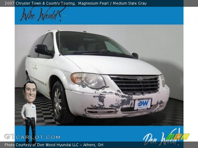 2007 Chrysler Town & Country Touring in Magnesium Pearl