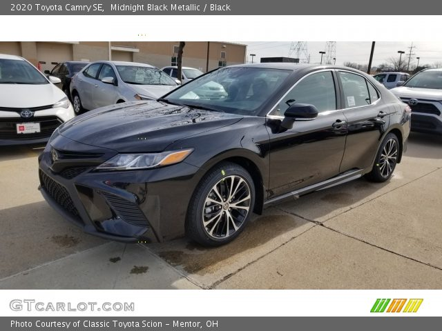 2020 Toyota Camry SE in Midnight Black Metallic