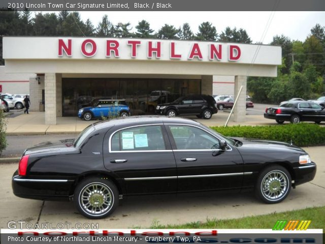 2010 Lincoln Town Car Signature Limited in Black