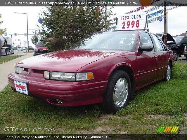 1993 Oldsmobile Cutlass Supreme Sedan in Medium Garnet Red Metallic