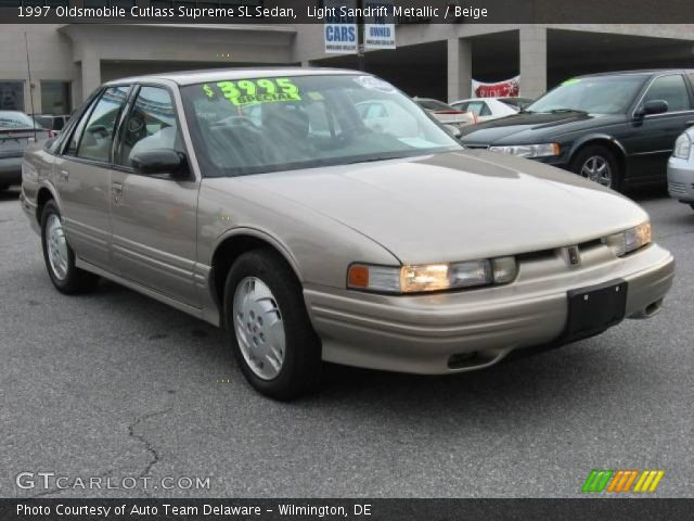 1997 Oldsmobile Cutlass Supreme SL Sedan in Light Sandrift Metallic