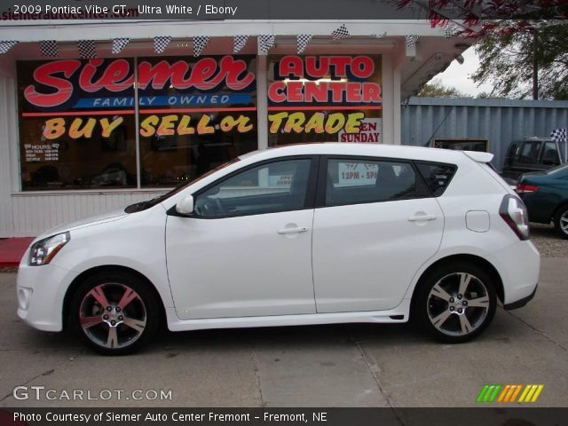 2009 Pontiac Vibe GT in Ultra White