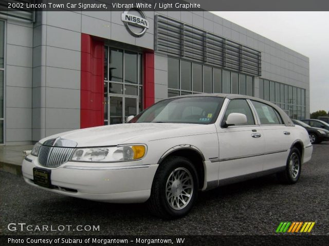 vibrant white 2002 lincoln town car signature light graphite interior. Black Bedroom Furniture Sets. Home Design Ideas