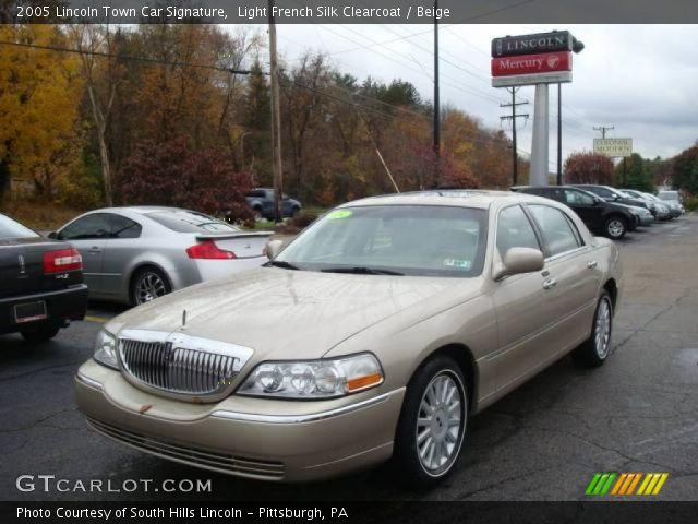 light french silk clearcoat 2005 lincoln town car signature beige interior. Black Bedroom Furniture Sets. Home Design Ideas