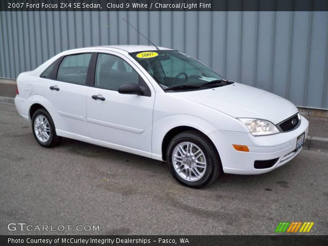 cloud 9 white 2007 ford focus zx4 se sedan charcoal. Black Bedroom Furniture Sets. Home Design Ideas