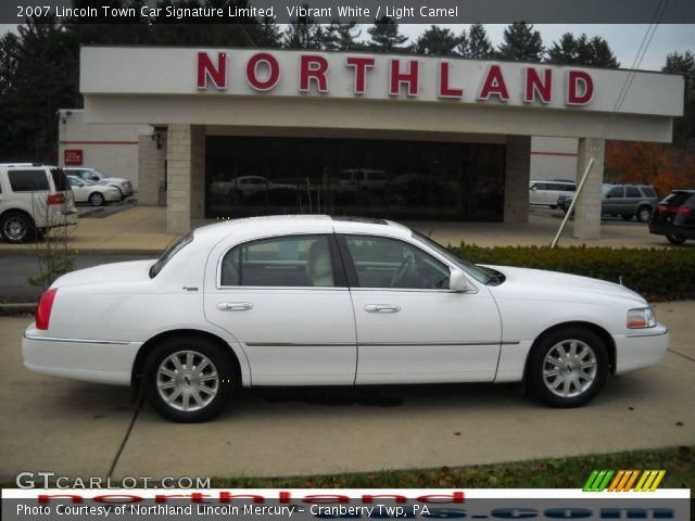 vibrant white 2007 lincoln town car signature limited light camel interior. Black Bedroom Furniture Sets. Home Design Ideas