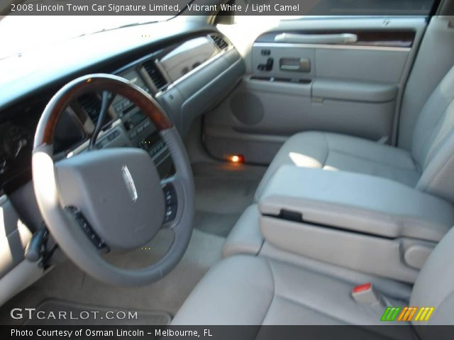 vibrant white 2008 lincoln town car signature limited light camel interior. Black Bedroom Furniture Sets. Home Design Ideas