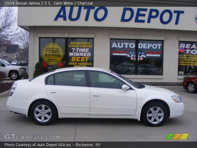 Satin White 2004 Nissan Altima 25 S Charcoal Interior