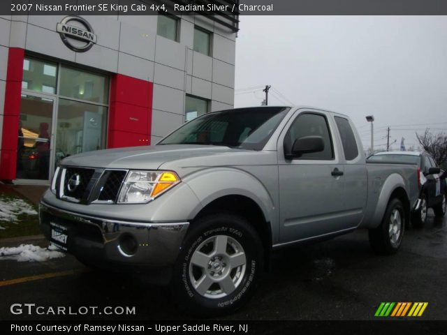 radiant silver 2007 nissan frontier se king cab 4x4 charcoal interior. Black Bedroom Furniture Sets. Home Design Ideas