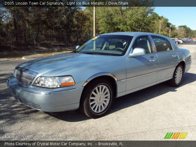 light ice blue metallic 2005 lincoln town car signature dove shale interior. Black Bedroom Furniture Sets. Home Design Ideas