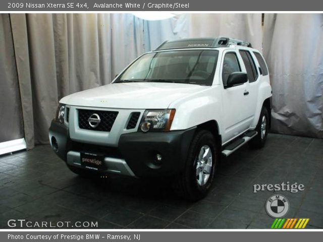 avalanche white 2009 nissan xterra se 4x4 graphite. Black Bedroom Furniture Sets. Home Design Ideas
