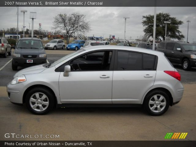 brilliant silver metallic 2007 nissan versa s charcoal. Black Bedroom Furniture Sets. Home Design Ideas