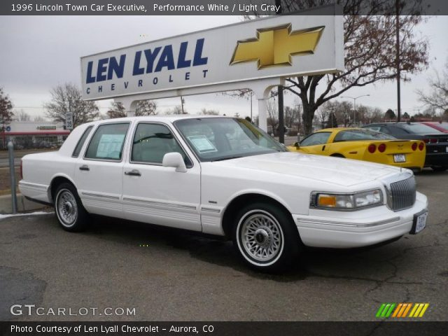 performance white 1996 lincoln town car executive light gray interior. Black Bedroom Furniture Sets. Home Design Ideas
