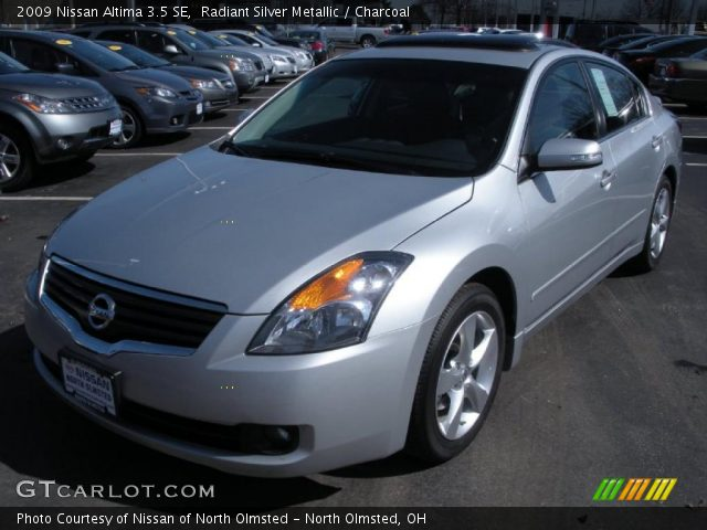 radiant silver metallic 2009 nissan altima 3 5 se charcoal interior vehicle. Black Bedroom Furniture Sets. Home Design Ideas