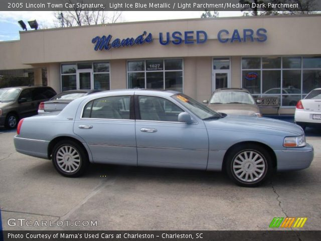 light ice blue metallic 2005 lincoln town car signature light parchment medium dark. Black Bedroom Furniture Sets. Home Design Ideas