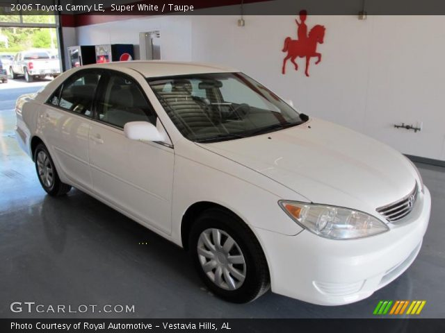 super white 2006 toyota camry le taupe interior vehicle archive 28364208. Black Bedroom Furniture Sets. Home Design Ideas
