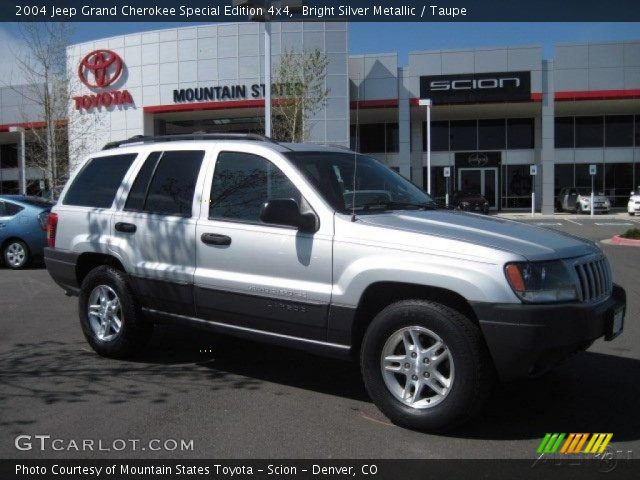 bright silver metallic 2004 jeep grand cherokee special edition 4x4 taupe interior. Black Bedroom Furniture Sets. Home Design Ideas