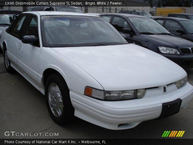 1996 Oldsmobile Cutlass Supreme SL Sedan in Bright White