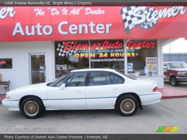 1995 Pontiac Bonneville SE in Bright White. Click to see large photo.