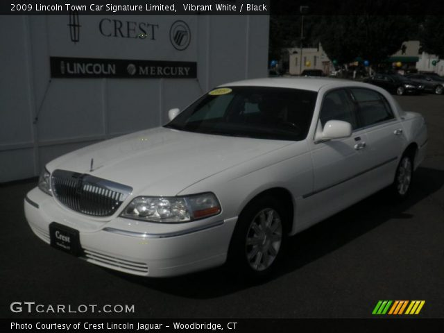 vibrant white 2009 lincoln town car signature limited black interior. Black Bedroom Furniture Sets. Home Design Ideas