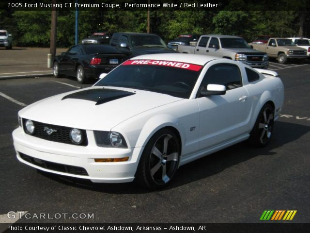 performance white 2005 ford mustang gt premium coupe red leather interior. Black Bedroom Furniture Sets. Home Design Ideas