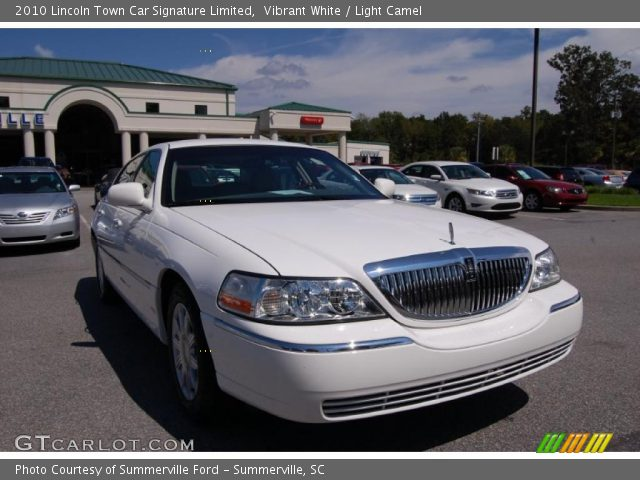 vibrant white 2010 lincoln town car signature limited light camel interior. Black Bedroom Furniture Sets. Home Design Ideas