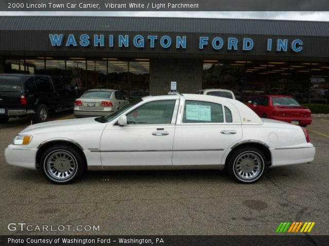 vibrant white 2000 lincoln town car cartier light parchment interior. Black Bedroom Furniture Sets. Home Design Ideas