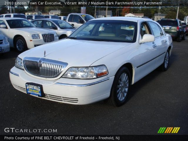 2003 Lincoln Town Car Executive in Vibrant White