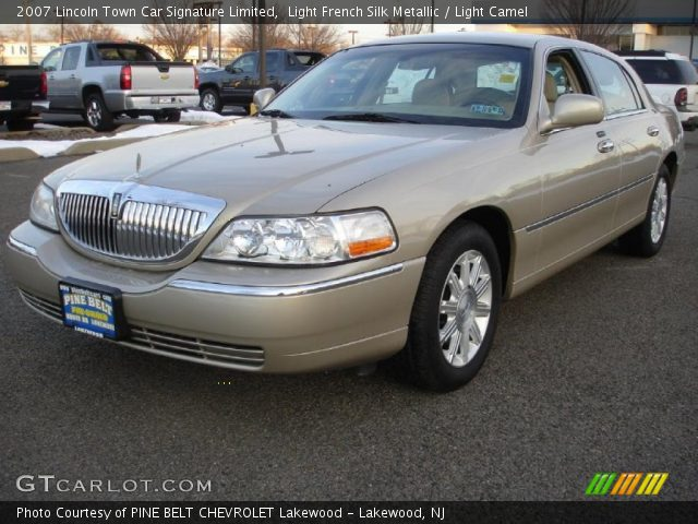 light french silk metallic 2007 lincoln town car signature limited light camel interior. Black Bedroom Furniture Sets. Home Design Ideas