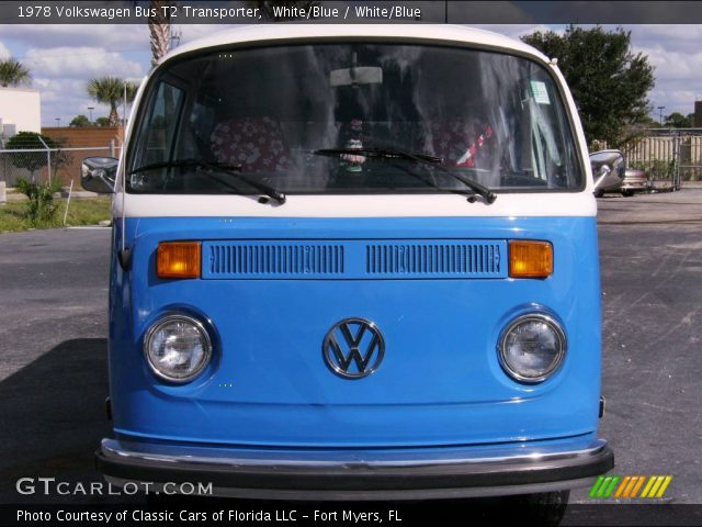 1978 Volkswagen Bus T2 Transporter in White/Blue