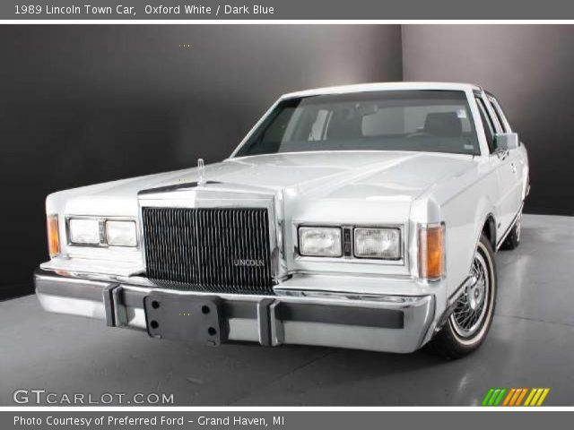 oxford white 1989 lincoln town car dark blue interior vehicle archive 43780421. Black Bedroom Furniture Sets. Home Design Ideas
