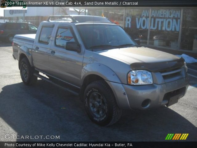 sand dune metallic 2004 nissan frontier xe v6 crew cab 4x4 charcoal interior. Black Bedroom Furniture Sets. Home Design Ideas