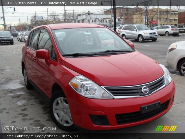 red alert 2010 nissan versa 1 8 s hatchback beige. Black Bedroom Furniture Sets. Home Design Ideas