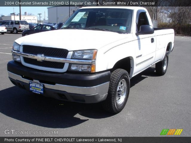 summit white 2004 chevrolet silverado 2500hd ls regular cab 4x4 dark charcoal interior. Black Bedroom Furniture Sets. Home Design Ideas