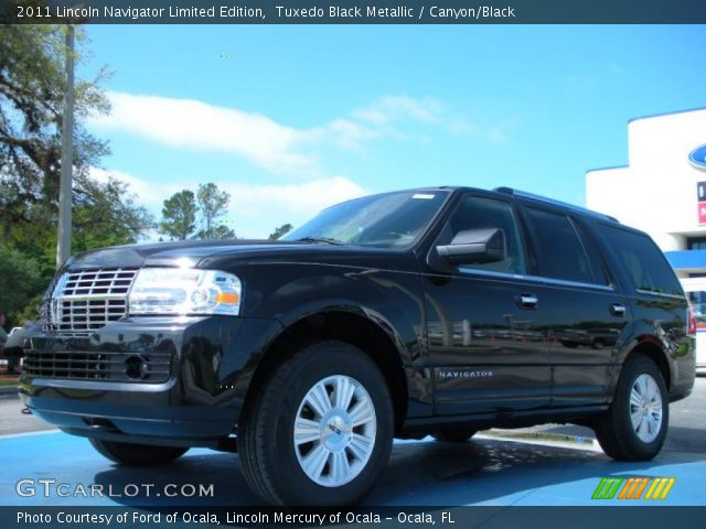 2011 Lincoln Navigator Limited Edition in Tuxedo Black Metallic
