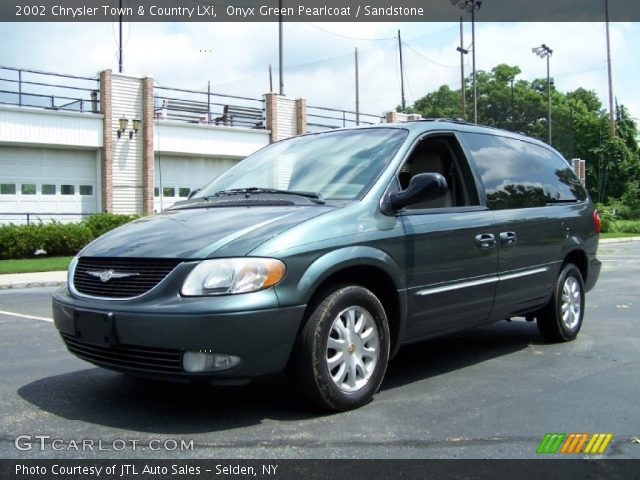 Onyx green pearlcoat 2002 chrysler town country lxi for Stone s town country motors
