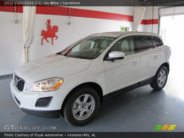 2012 Volvo XC60 3.2 in Ice White