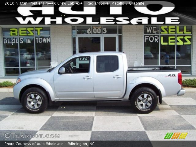 radiant silver metallic 2010 nissan frontier pro 4x crew cab 4x4 graphite interior. Black Bedroom Furniture Sets. Home Design Ideas