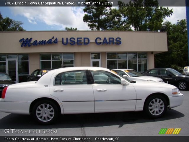 vibrant white 2007 lincoln town car signature limited dove interior vehicle. Black Bedroom Furniture Sets. Home Design Ideas