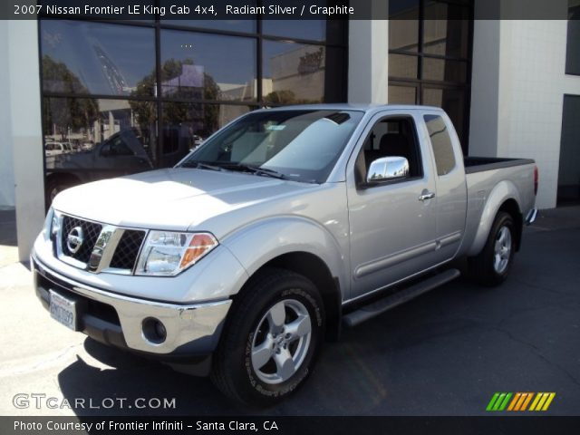 radiant silver 2007 nissan frontier le king cab 4x4 graphite interior. Black Bedroom Furniture Sets. Home Design Ideas